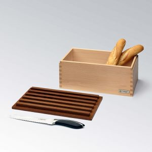 Bread bin with cutting board made in Italy by LegnoArt